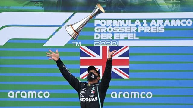 Viên ngọc đen Lewis Hamilton san bằng kỷ lục của huyền thoại Schumacher - 9