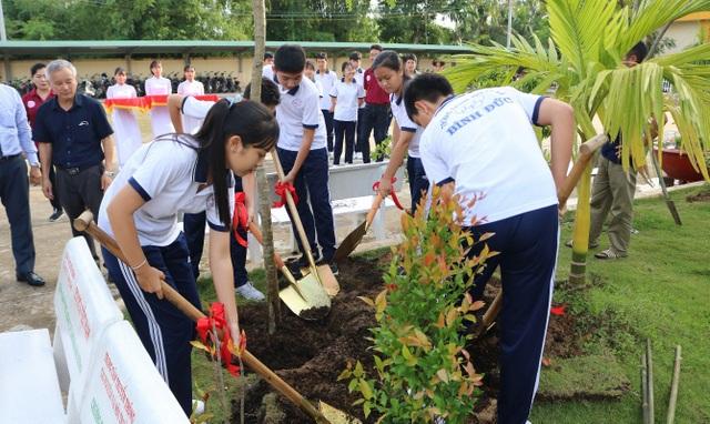 """Toyota chung tay trồng 1.400 cây góp phần """"xanh hóa học đường"""" - 3"""