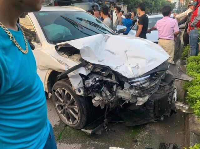 Hà Nội: Thanh niên 18 tuổi say rượu lái ô tô gây tai nạn liên hoàn - 1
