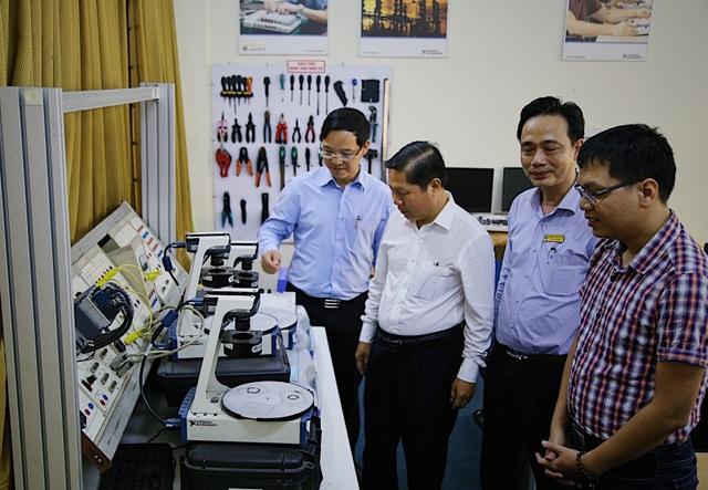 Thứ trưởng Lê Tấn Dũngkiểm tra công tác đào tạo nghề tại TP.HCM - 4
