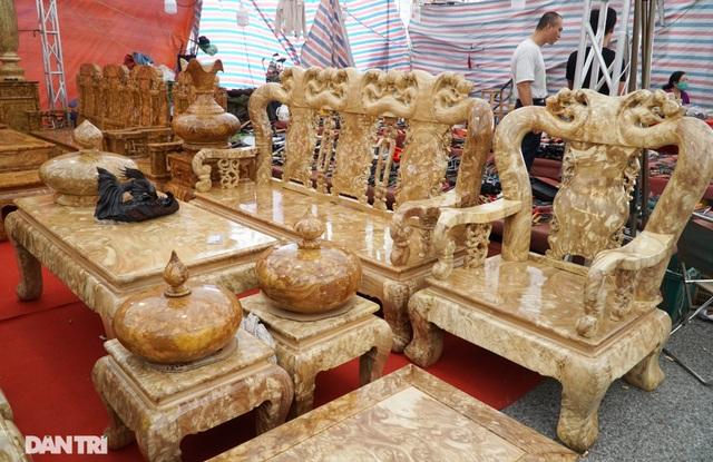 Chiêm ngưỡng bộ bàn ghế gỗ nu nghiến hơn 500 triệu đồng ở Hà Nội - 3