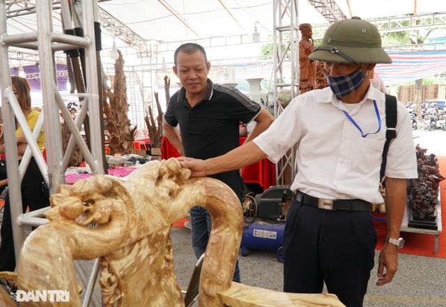Chiêm ngưỡng bộ bàn ghế gỗ nu nghiến hơn 500 triệu đồng ở Hà Nội - 8