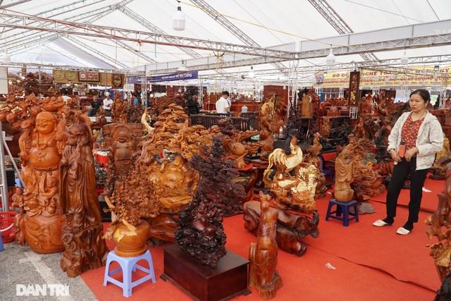 Chiêm ngưỡng bộ bàn ghế gỗ nu nghiến hơn 500 triệu đồng ở Hà Nội - 10