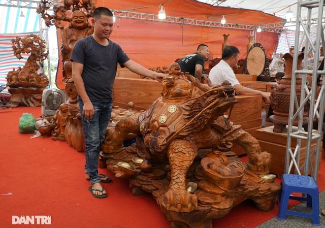 Chiêm ngưỡng bộ bàn ghế gỗ nu nghiến hơn 500 triệu đồng ở Hà Nội - 9
