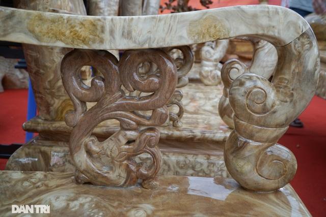 Chiêm ngưỡng bộ bàn ghế gỗ nu nghiến hơn 500 triệu đồng ở Hà Nội - 7
