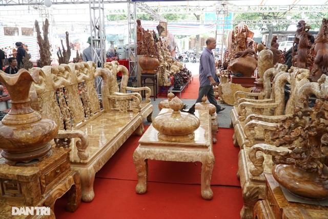 Chiêm ngưỡng bộ bàn ghế gỗ nu nghiến hơn 500 triệu đồng ở Hà Nội - 5