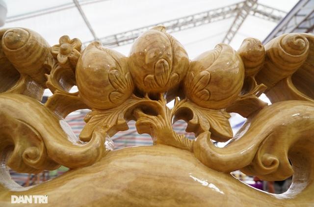 Chiêm ngưỡng bộ bàn ghế gỗ nu nghiến hơn 500 triệu đồng ở Hà Nội - 4