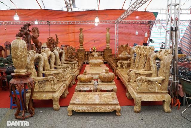 Chiêm ngưỡng bộ bàn ghế gỗ nu nghiến hơn 500 triệu đồng ở Hà Nội - 1