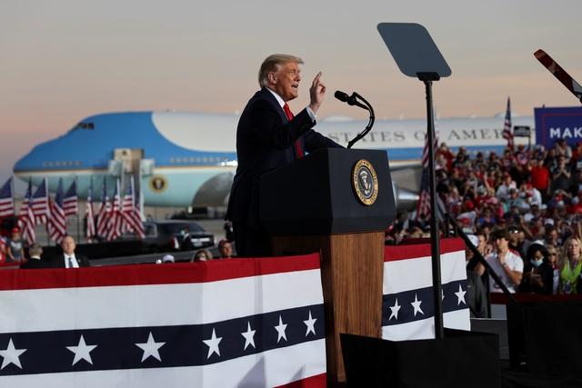 Bầu cử Mỹ 2020: Ông Trump tràn đầy năng lượng khi trở lại đường đua - 5
