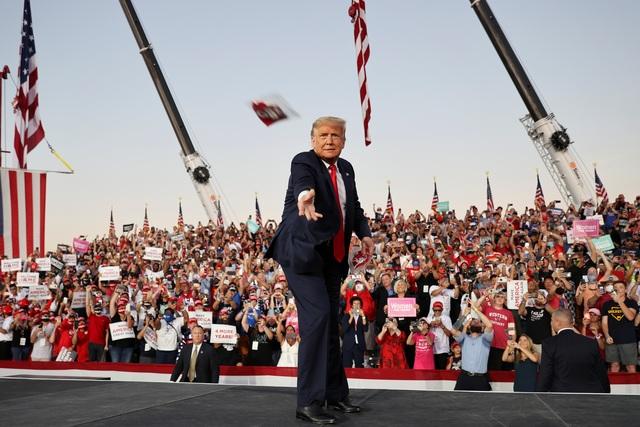 Bầu cử Mỹ 2020: Ông Trump tràn đầy năng lượng khi trở lại đường đua - 8