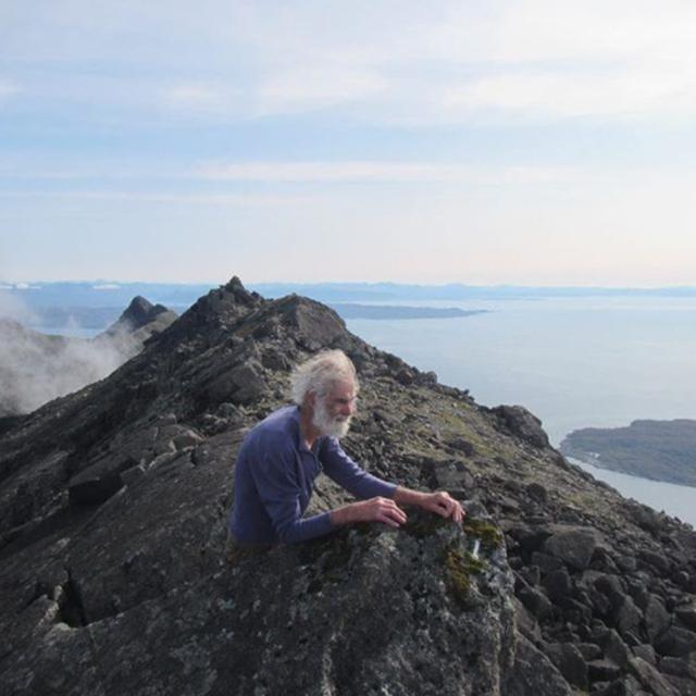 Cụ ông 80 tuổi leo 282 ngọn núi ở Scotland để tôn vinh người vợ mất trí - 4