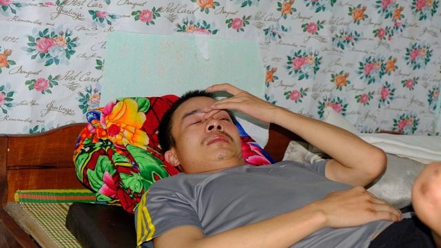 Xót cảnh cha già chăm con liệt giường ở tận cùng của sự khốn khó - 1