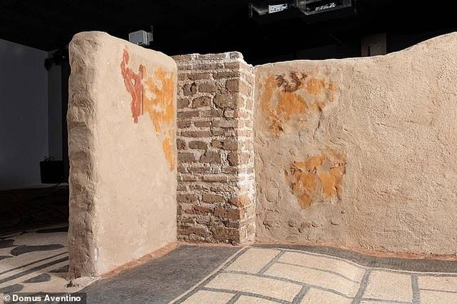 Sửa nhà phát hiện kho báu khổng lồ ẩn mình dưới lòng đất suốt 2.000 năm - 1