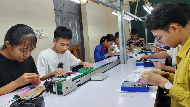 Hà Nội: Hơn 127 tỷ đồng trợ cấp thất nghiệp đã đến với người lao động - 1