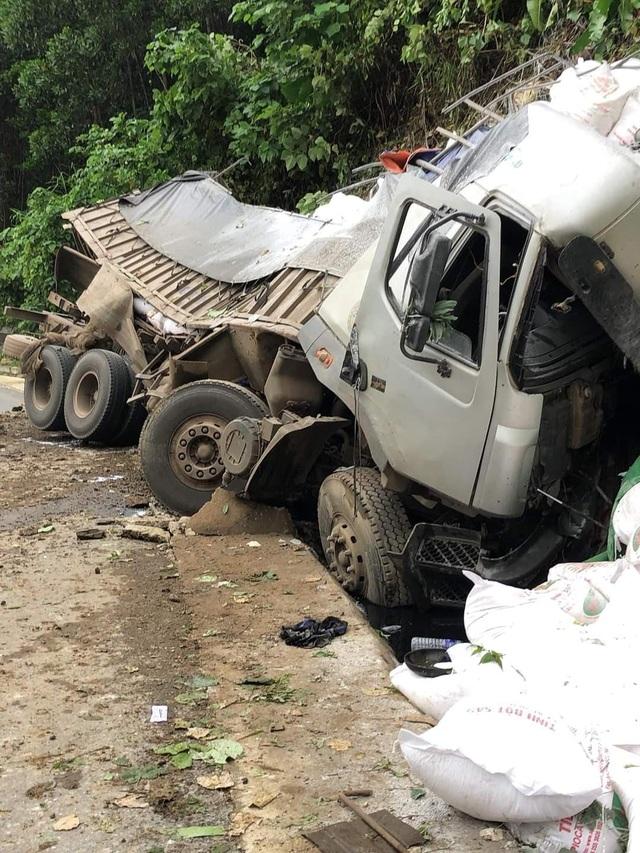 Ô tô tải mất lái trên đường Hồ Chí Minh, tài xế tử vong trong cabin - 1