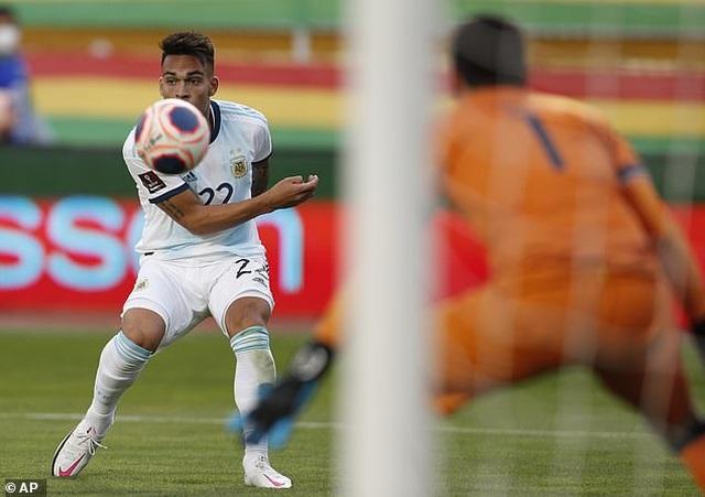 Messi mờ nhạt, Argentina vẫn ngược dòng đánh bại Bolivia - 3