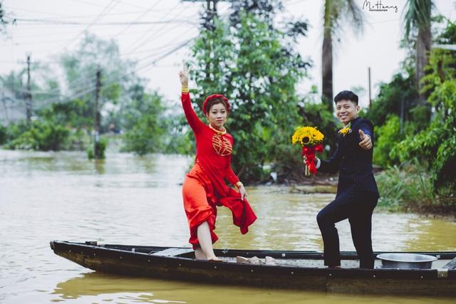 Cặp đôi xứ Huế vượt lũ thành duyên - 2