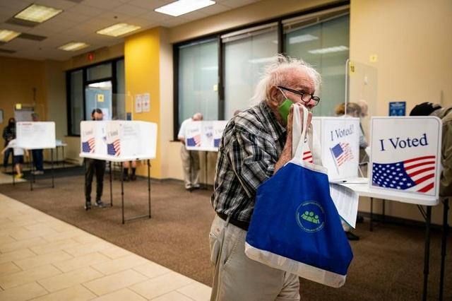 Bầu cử Mỹ 2020: Người Mỹ xếp hàng dài bỏ phiếu - 11