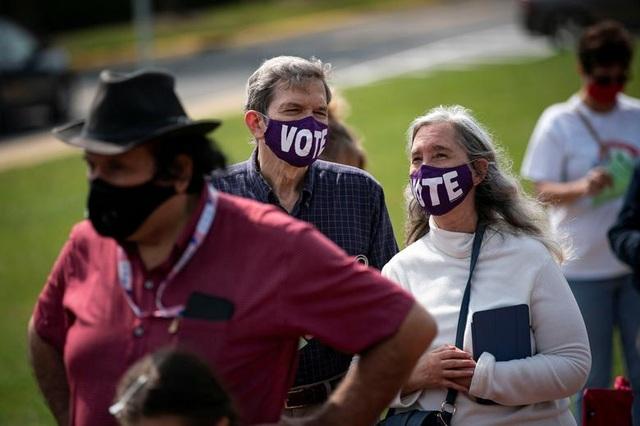 Bầu cử Mỹ 2020: Người Mỹ xếp hàng dài bỏ phiếu - 13