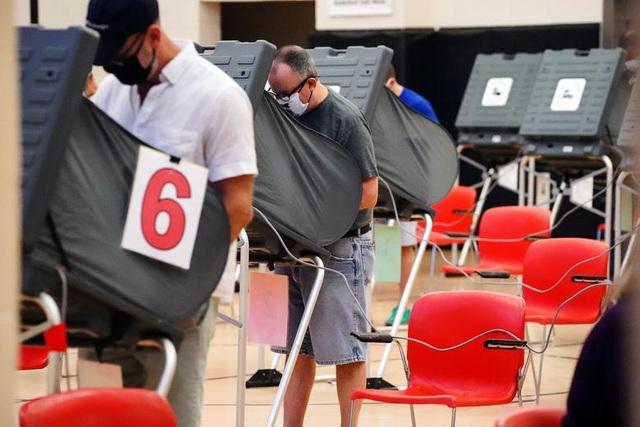 Bầu cử Mỹ 2020: Người Mỹ xếp hàng dài bỏ phiếu - 7