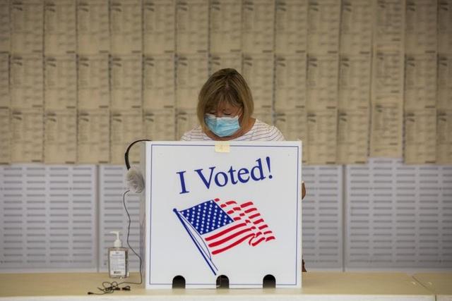 Bầu cử Mỹ 2020: Người Mỹ xếp hàng dài bỏ phiếu - 8