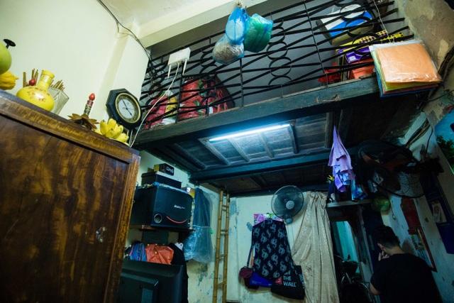 Sống khổ ở phố cổ Hà Nội: Căn nhà 9m2 là lối đi chung của 6 hộ dân khác - 4