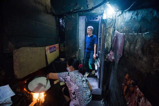 Sống khổ ở phố cổ Hà Nội: Căn nhà 9m2 là lối đi chung của 6 hộ dân khác - 9