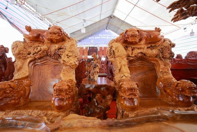 """Xôn xao bộ bàn ghế """"khủng"""" từ gỗ nu, chạm khắc tứ linh tinh xảo ở Hà Nội - 8"""