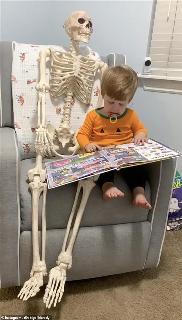 """""""Hết hồn"""" với món đồ chơi yêu thích của cậu bé 2 tuổi - 2"""