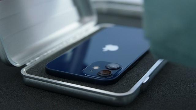 Apple gian lận giá iPhone 12 ngay trên trang chủ? - 4