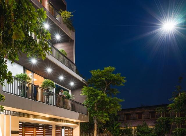 Độc lạ ngôi nhà có mặt tiền hình phễu, nổi bật nhất khu phố ở Hải Dương - 11
