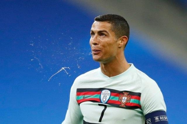 Sức khỏe của C.Ronaldo ra sao sau khi nhiễm Covid-19? - 1