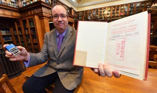 Sách được trả về thư viện sau khi quá hạn mượn gần... 60 năm - 1