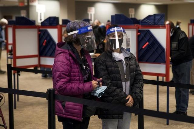 Bầu cử Mỹ 2020: Người Mỹ xếp hàng dài bỏ phiếu - 12