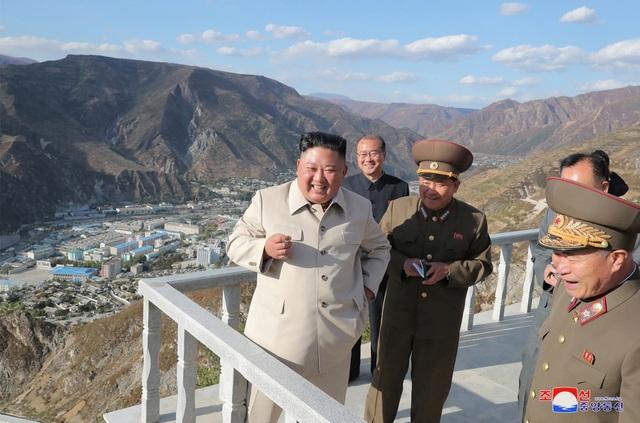 Ông Kim Jong-un chỉ đạo xây 25.000 nhà mới cho dân vùng bão - 6