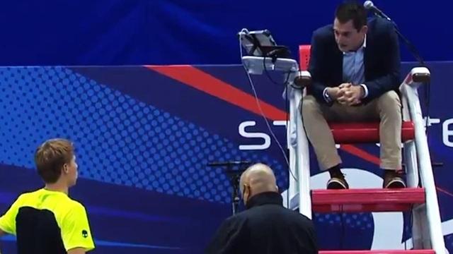 Sự cố hy hữu: Xin đi vệ sinh, tay vợt bị xử thua luôn game đấu - 1