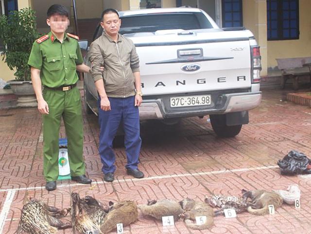 Bắt tài xế xe bán tải vận chuyển 8 cá thể động vật hoang dã - 1