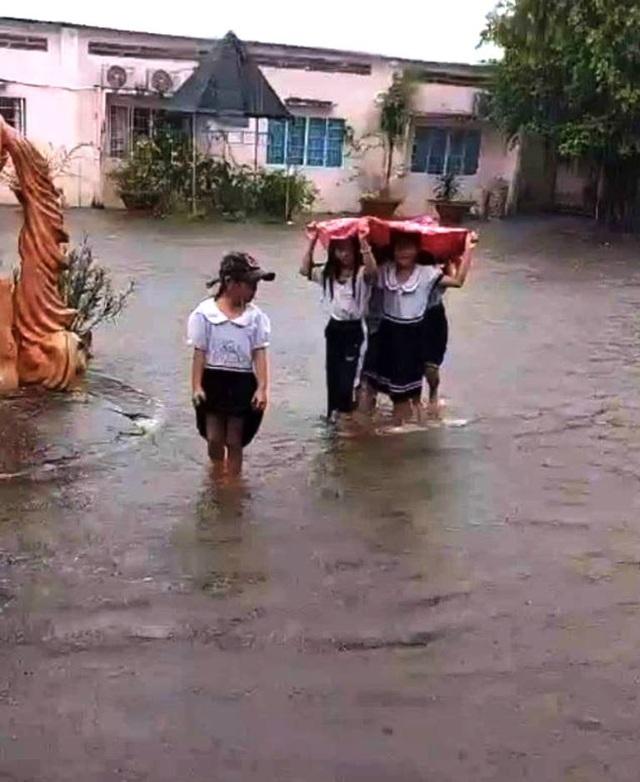 Kiên Giang: Bị ngập nước, hơn 70 trường cho học sinh nghỉ học 3 ngày - 1