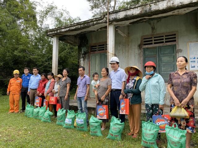 Quảng Bình: Hàng ngàn suất quà đến với người dân vùng lũ - 2