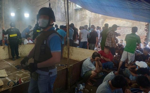 Khởi tố 43 người trong trường gà vừa bị triệt phá bên đại lộ Võ Văn Kiệt - 1