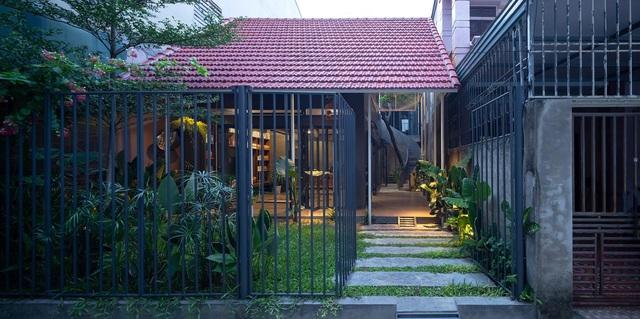"""Nhà ở Nghệ An như """"đi nghỉ dưỡng"""" nhờ sân vườn xanh mát quanh năm - 2"""