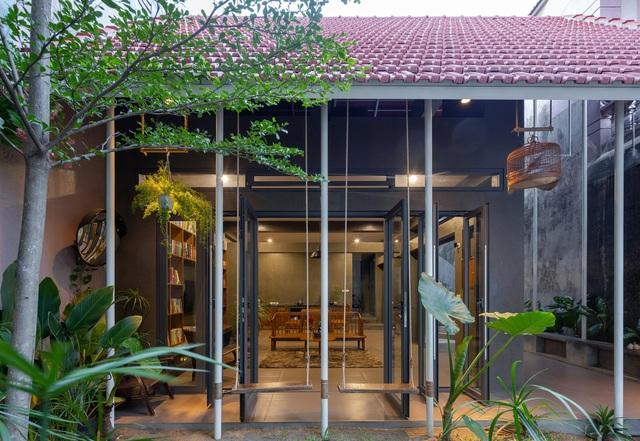 """Nhà ở Nghệ An như """"đi nghỉ dưỡng"""" nhờ sân vườn xanh mát quanh năm - 3"""