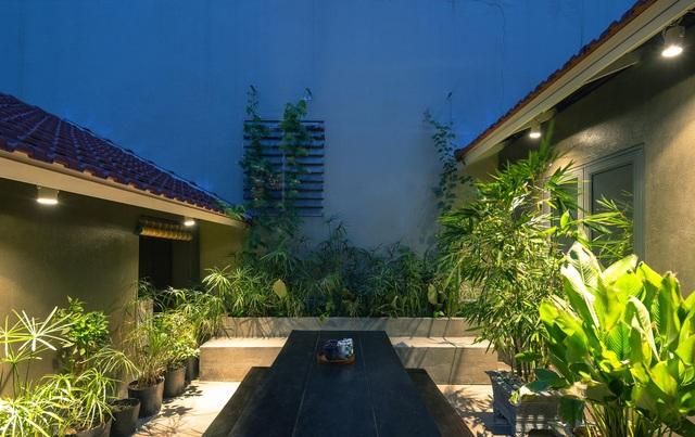 """Nhà ở Nghệ An như """"đi nghỉ dưỡng"""" nhờ sân vườn xanh mát quanh năm - 7"""
