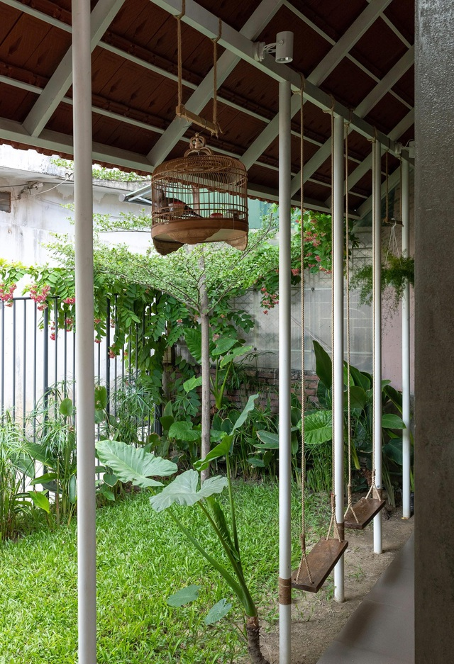 """Nhà ở Nghệ An như """"đi nghỉ dưỡng"""" nhờ sân vườn xanh mát quanh năm - 9"""