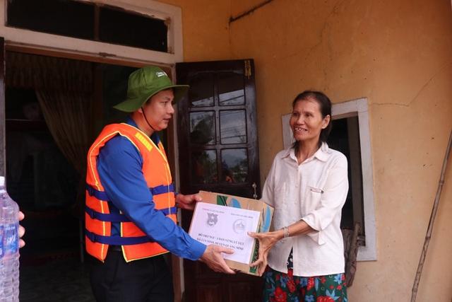 Quảng Bình: Hàng ngàn suất quà đến với người dân vùng lũ - 3