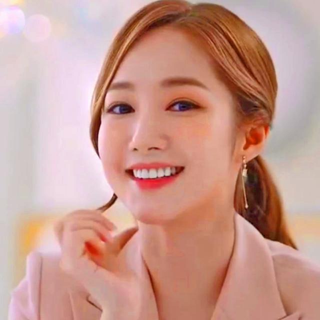 Bạn gái cũ của Lee Min Ho: Trở thành nữ thần sắc đẹp nhờ phẫu thuật thẩm mỹ - 9