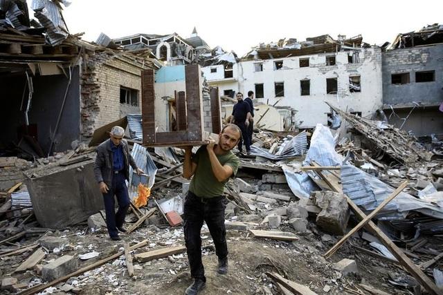 Azerbaijan tuyên bố phá hủy số vũ khí trị giá 1 tỷ USD của Armenia - 3