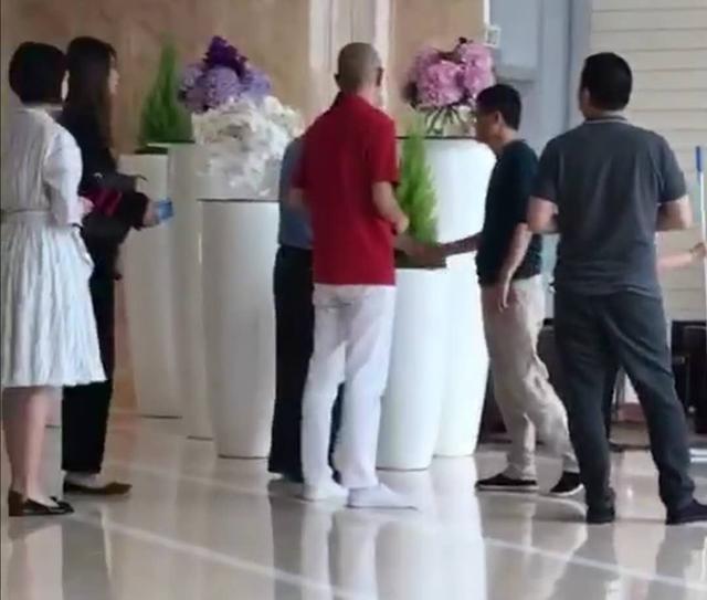 """""""Ông xã"""" của Triệu Vy lộ diện lần đầu sau nghi án ly hôn - 2"""