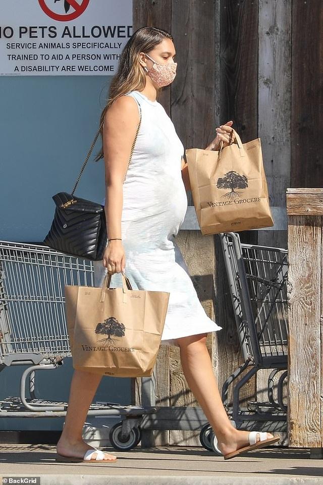 Người mẫu 9X April Love Geary thừa nhận mang thai lần 3 ngoài kế hoạch - 3