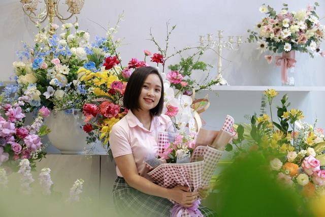 """Các cửa hàng hoa tại Hà Tĩnh lo phương án """"chống cháy"""" do mưa lớn - 2"""